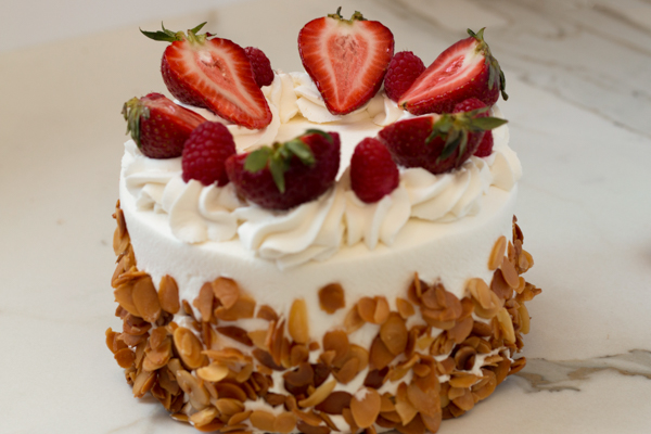 "Strawberry Cream Cake - 10"""