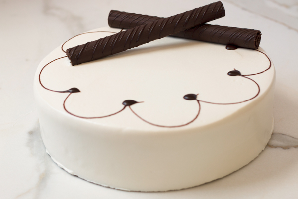 Draeger's Chocolate Fudge Cake With Vanilla Buttercream Frosting - Single Layer