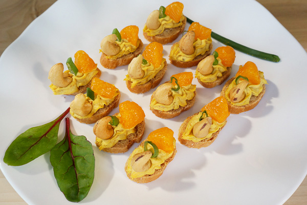Draeger's Chicken Curry Crostini