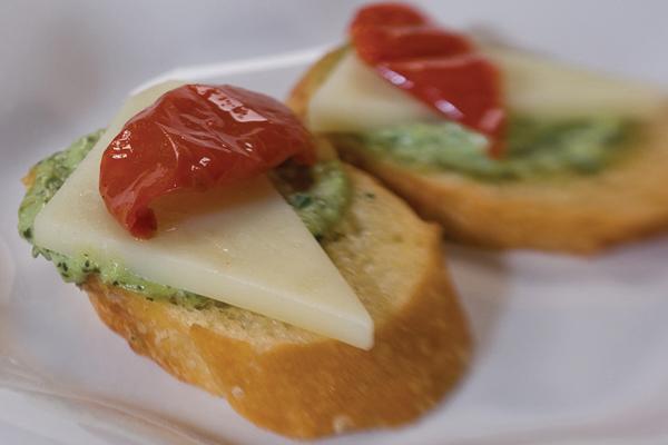 Draeger's Pesto Crostini