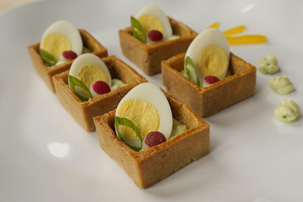 Draeger's Quail Eggs in Pastry Cup